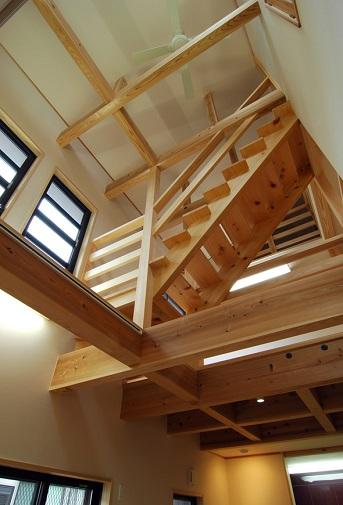 宙を舞う階段のある家 (2).jpg